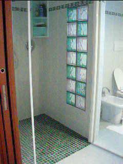 doccia con pavimentazione a mosaico (Sciuto)